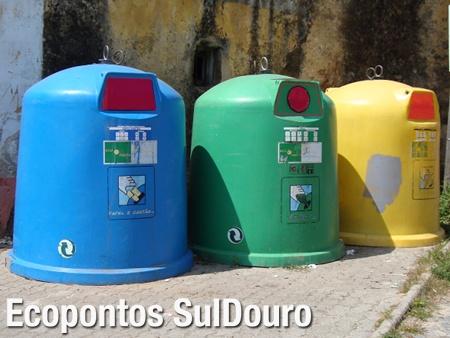 Ecopontos em Nogueira da Regedoura, com entradas assinaladas